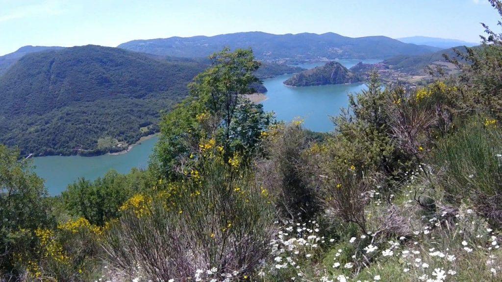 lago turano panorma